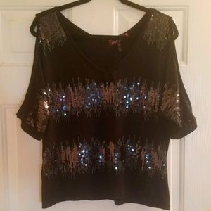 Almost Famous Cold Shoulder Top Size Large